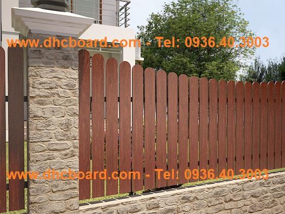 Hàng rào gỗ nhân tạo không lo ngại thời tiết mưa nắng