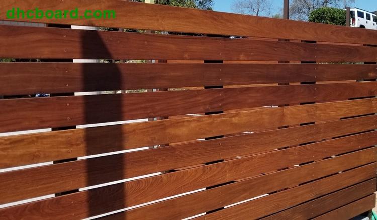 Hàng rào gỗ chịu nước vừa đẹp vừa sang trọng, bền đẹp nhữ gỗ thật