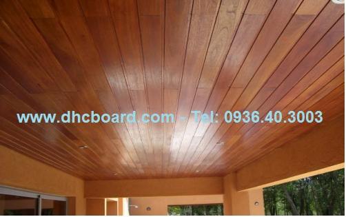 Ốp trần gỗ bằng tấm gỗ nhân tạo Smartwood