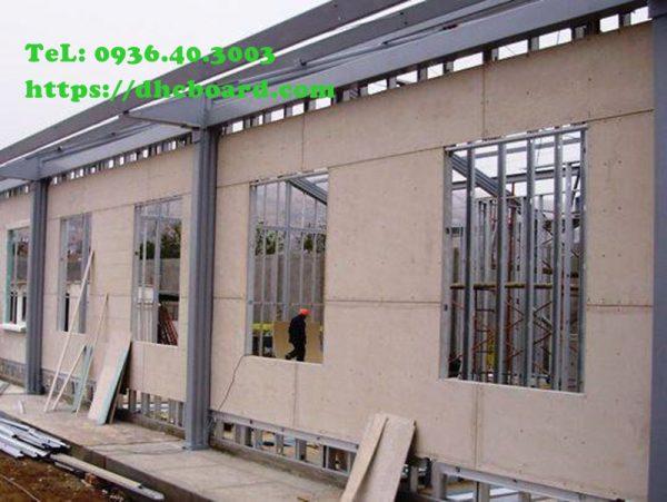 Vách bao chịu nước ngoài trời bằng tấm cemboard thay tường xây.