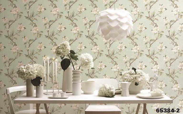Giấy dán tường giúp không gian nhà thêm nhiều màu sức hơn.