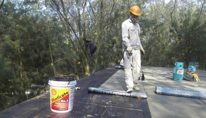 Chống thấm mái nhà khi sử dụng tấm bê tông nhẹ đúc sẵn.
