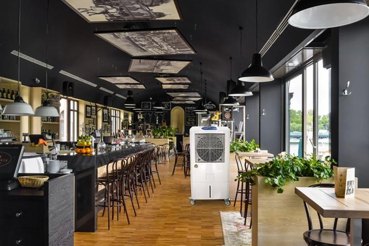 Xây nhà hàng bằng tấm bê tông nhẹ vật liệu mới.